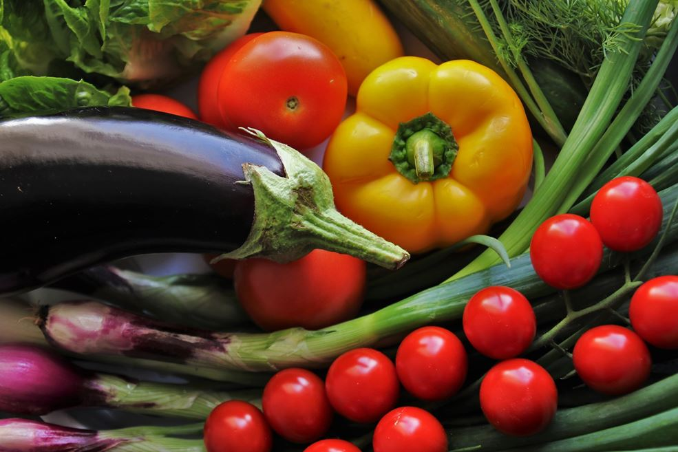 Besides fruit and vegetables also coproducts (residuals) like stems and leaves are produced but they are hardly used.
